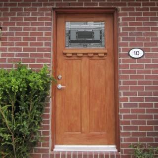 木製の玄関