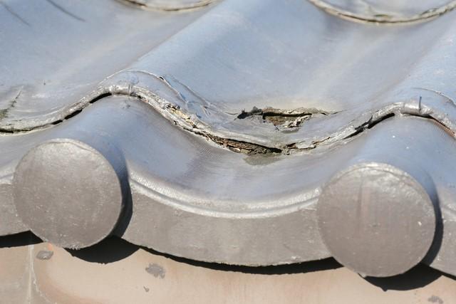 劣化している瓦屋根