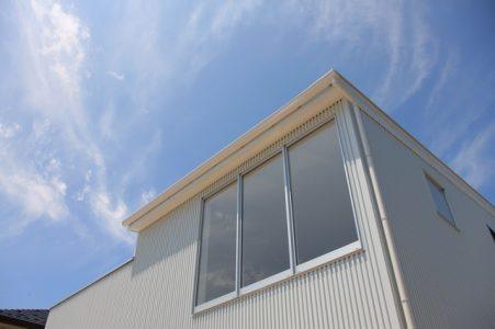 ガルバリウム鋼板の家2