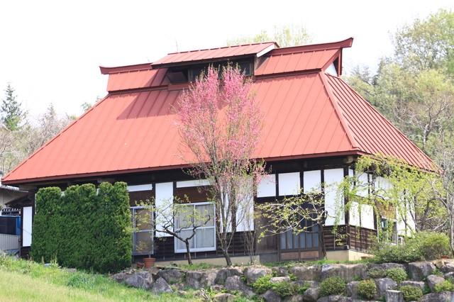 トタン屋根の家