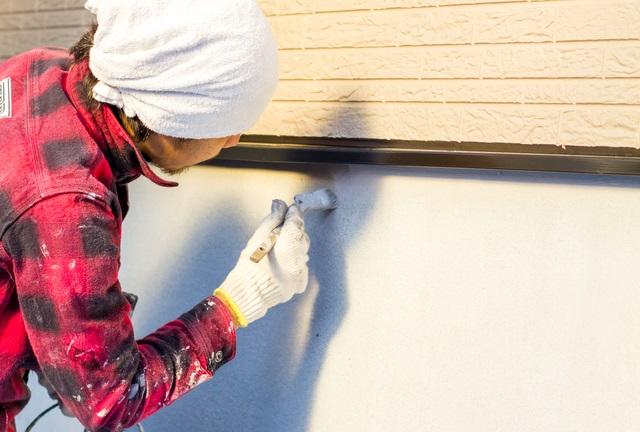 外壁塗装の中塗り・上塗り