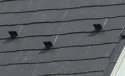 スレート屋根の雪止めアップ