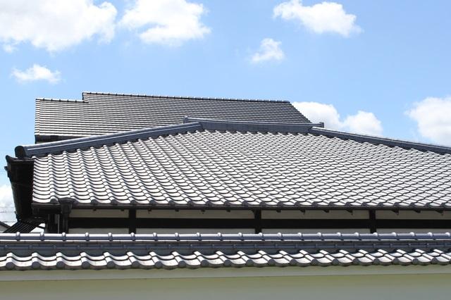 瓦屋根の日本家屋